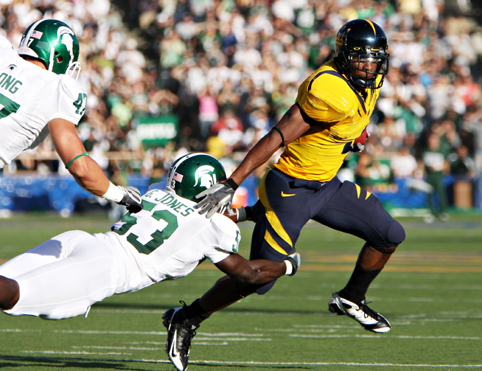 California running back Jahvid Best evades Michigan State tacklers