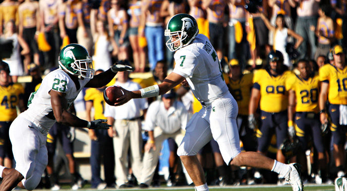 Michigan St. QB Brian Hoyer hands off to halfback Javon Ringer